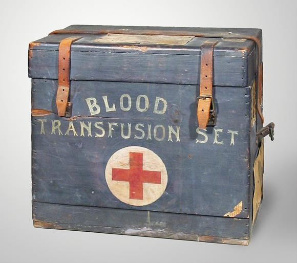 Blood_transfusion_kit_from_the_First_World_War