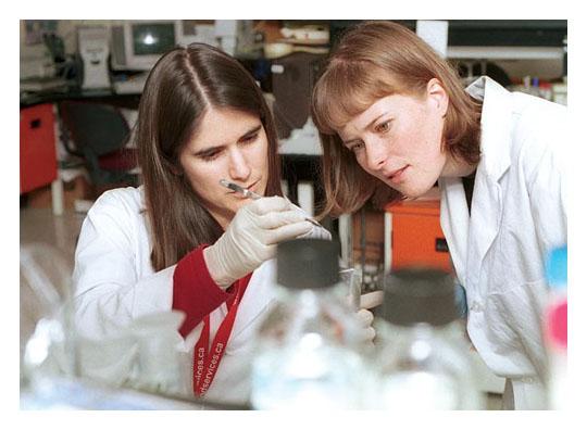 Des chercheuses de la Société canadienne du sang au Centre for Blood Research