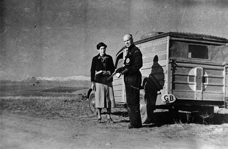 Canadian Blood Transfusion Unit which operated during the Spanish Civil War. Dr. Norman Bethune is at the right. ca. 1936 - 1938 / Spain Source: [http://www.collectionscanada.ca/ Library and Archives Canada] Copyright: Expired