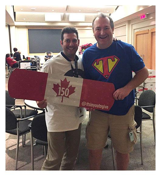 Ilan (gauche) et Dave (droite), fiers responsables du programme à l'Agence du revenu du Canada, à Ottawa