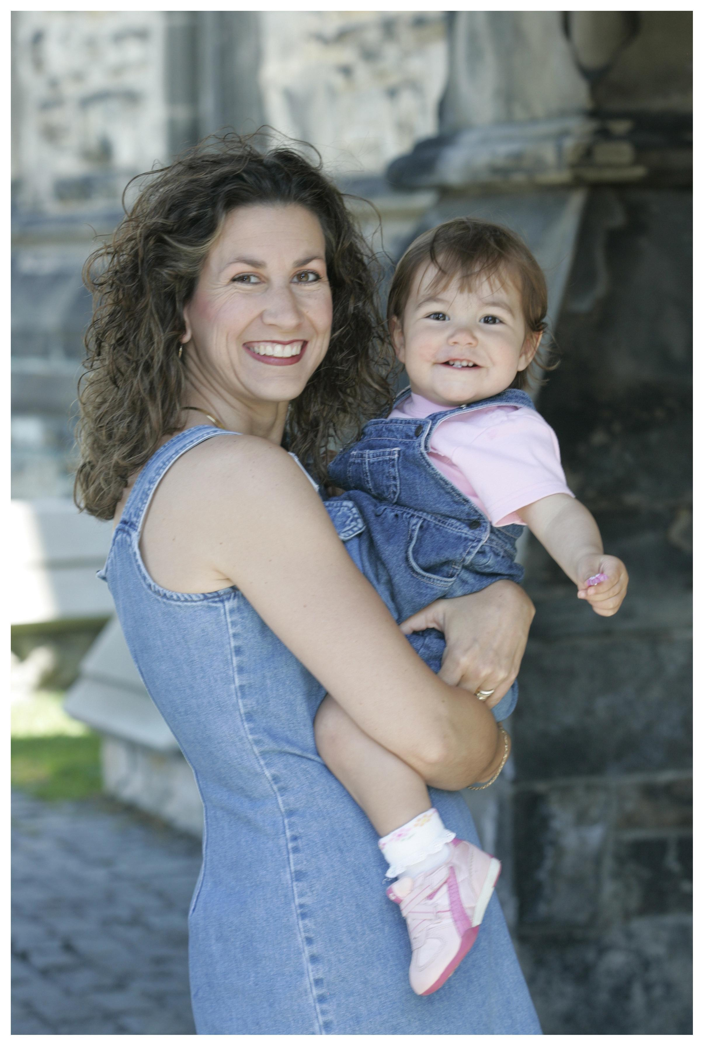 Mother and blood recipient Stephanie holds her daughter, Bailey, in Ottawa at World Blood Donor Day in 2007