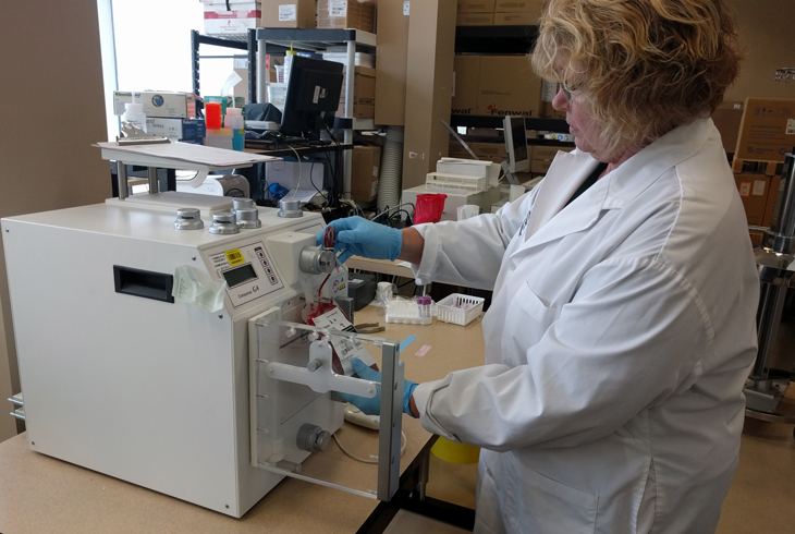 netCAD runs a fully equipped laboratory and processing facility on site. This is also where new equipment is tested, using blood from netCAD donors.